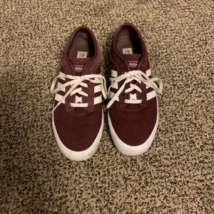 Adidas women's burgundy tennis shoes